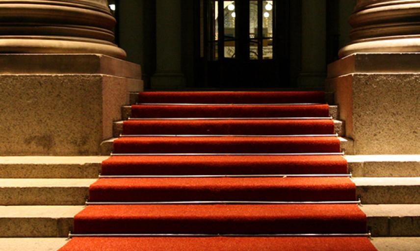 grid 600x1000 martin fisch wikimedia kurhaus wiesbaden red carpet