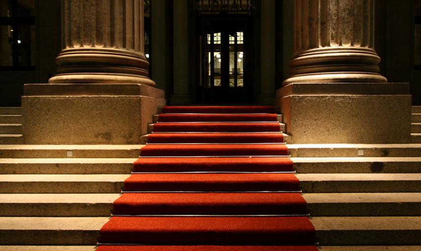 squ grid 600x1000 martin fisch wikimedia kurhaus wiesbaden red carpet